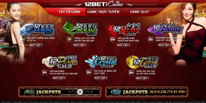Game đánh bài casino trực tuyến có các cô gái chia bài thật